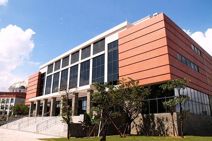 The main entrance of Panyu campus